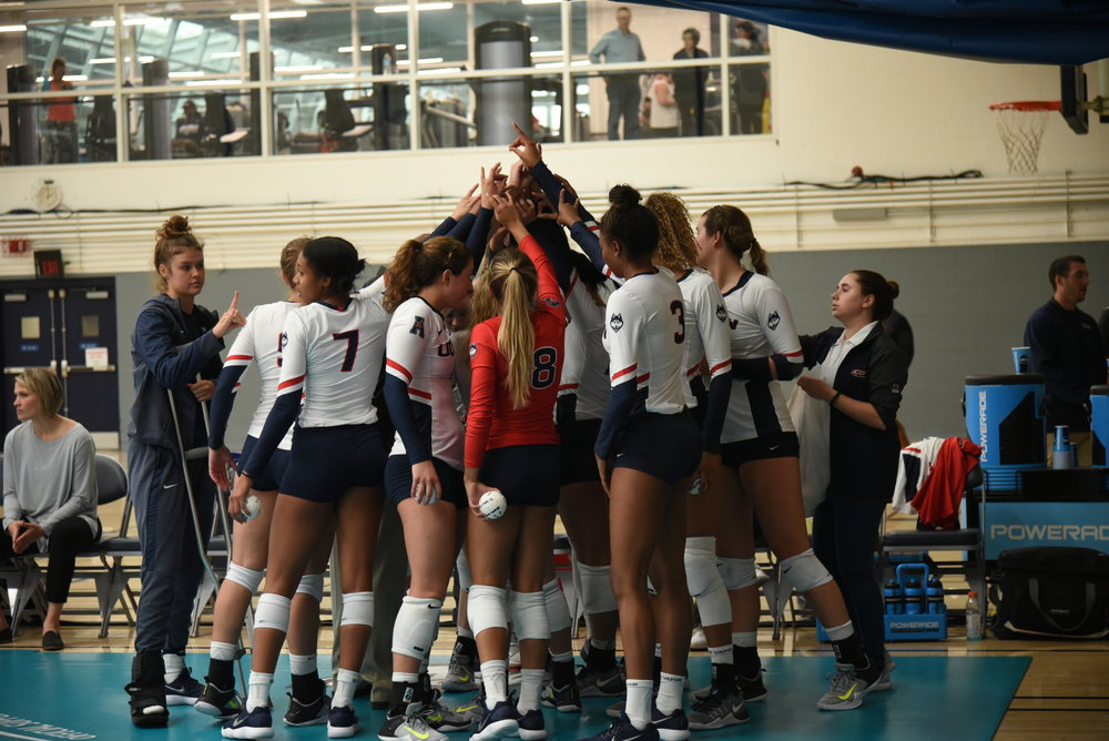 UConn volleyball managed one victory in Philadeplhia this weekend (Charlotte Lao/The Daily Campus)