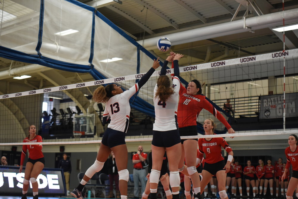 The UConn volleyball in action earlier this season in the Dogpound Challenge. (Charlotte Lao/The Daily Campus)
