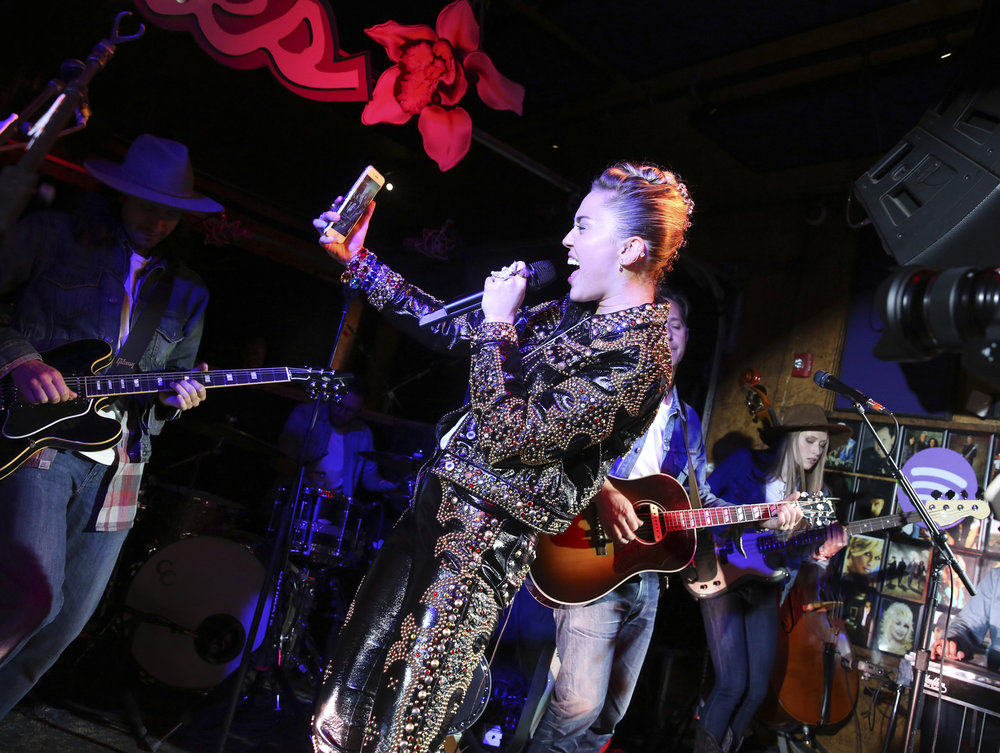 "Miley Cyrus performs at a private concert at Tootsie's to celebrate the release of her album ""Younger Now"" on Friday, Sept. 29, 2017, in Nashville, Tenn. (Laura Roberts/Invision/AP)"