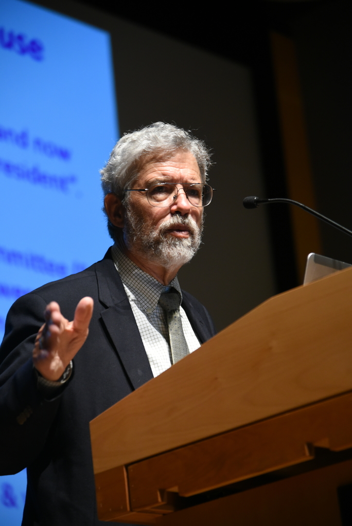 John Holdren lectures about science and the environment policies in the White House. He was the assistant to President Obama for science and technology. (Charlotte Lao/The Daily Campus)
