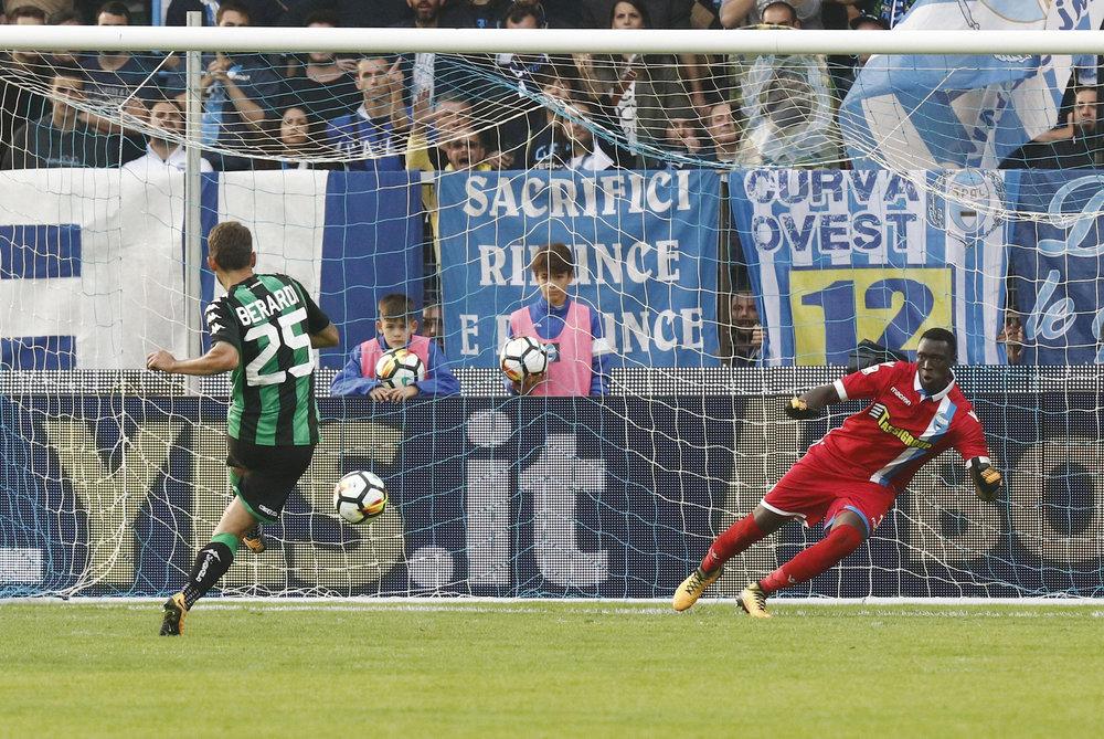 Sassuolo's Domenico Berardi kicks a penalty during a Serie A soccer match between Spal and Sassuolo at the Paolo Mazza Stadium in Ferrara, Italy, Sunday, Oct. 22, 2017. (Elisabetta Baracchi/ANSA via AP)