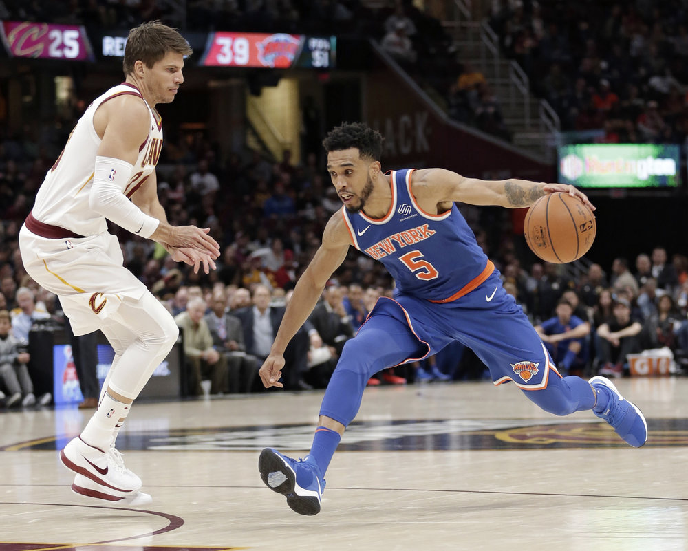 New York Knicks' Courtney Lee (5) drives past Cleveland Cavaliers' Kyle Korver (26) in the second half of an NBA basketball game, Sunday, Oct. 29, 2017, in Cleveland. The Knicks won 114-95. (AP Photo/Tony Dejak)