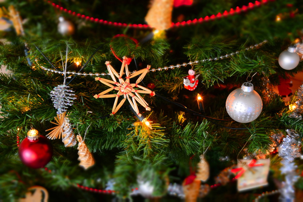 dorm decorating tips for the holidays the daily campus