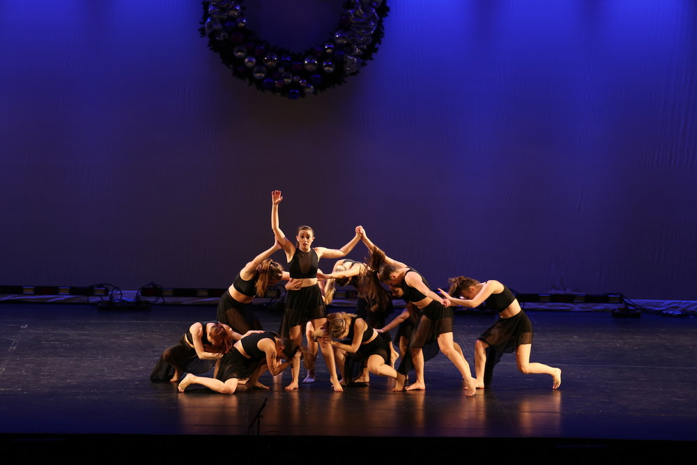The Husky Fund operated a dance showcase and sale ticket to the people for collecting donation to those who need it. (Qilong Yun/The Daily Campus)