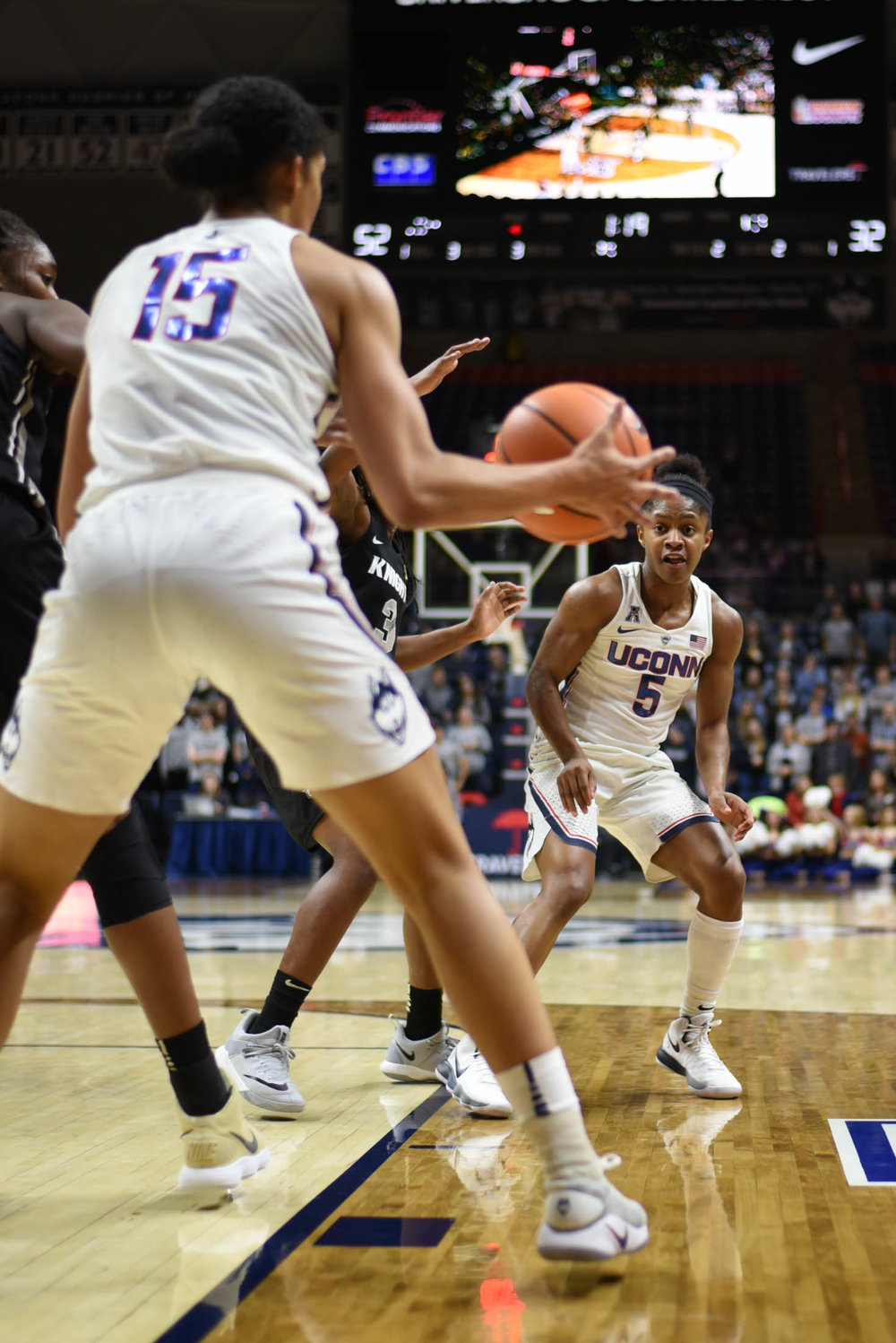 UConn forward Gabby Williams receives a pass from Crystal Dangerfield in the Huskies' 80-44 win over the UCF Knights on Tuesday, Jan. 9 at Gampel Pavilion in Storrs, Connecticut. (Charlotte Lao, Associate Photo Editor/The Daily Campus)