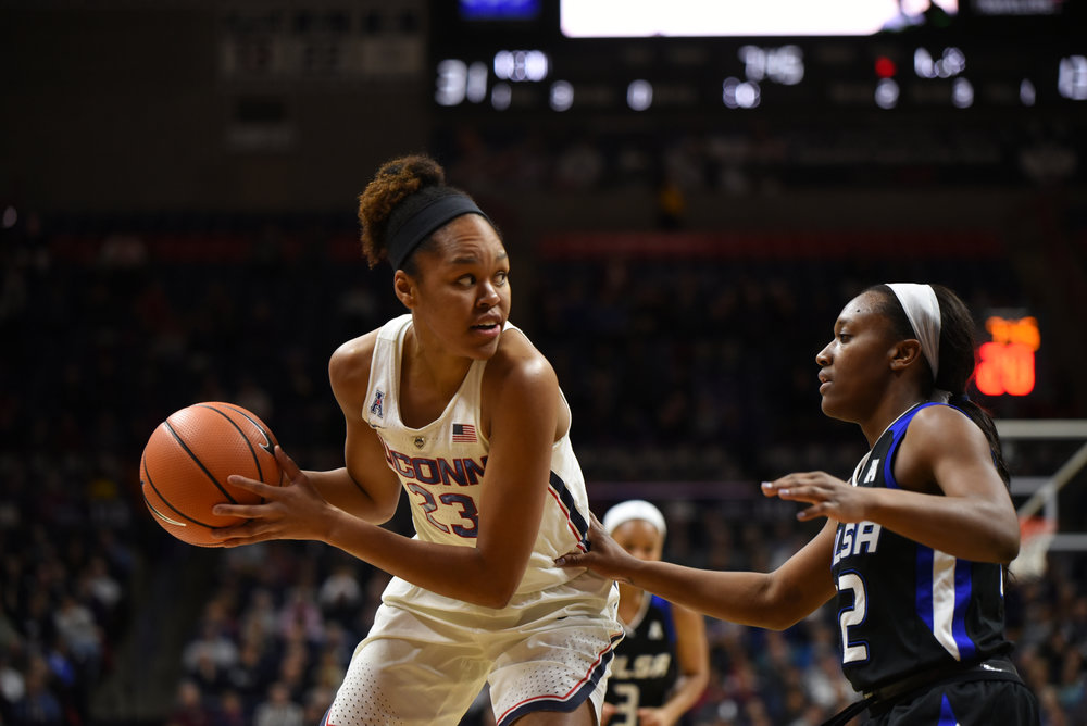 Azura Stevens looks for a teammate during the Huskies 78-60 victory over Tulsa on Jan. 18, 2018. Stevens led the team with 22 points. (Charlotte Lao/The Daily Campus)