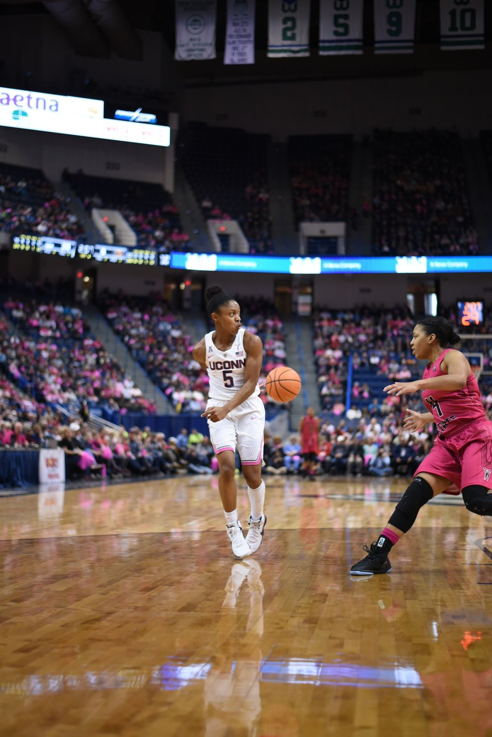 UConn point guard Crystal Dangerfield makes a behind-the-back pass on the fastbreak in the Huskies' 124-43 win over the Wichita State Shockers on Saturday, Feb. 10, 2018 at the XL Center in Hartford, Connecticut. (Photo by Charlotte Lao, Associate Photo Editor/The Daily Campus)