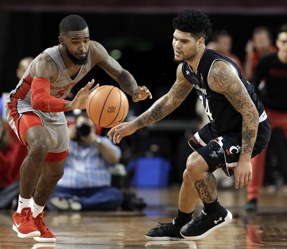 Houston guard Corey Davis Jr. (5) recovers the ball for a turnover after knocking it away from Cincinnati guard Jarron Cumberland (34) during the second half of an NCAA college basketball game Thursday, Feb. 15, 2018, in Houston. (AP Photo/Michael Wyke)