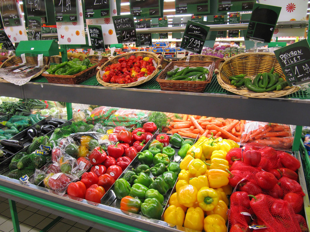 In 2016, France's parliament unanimously passed a bill requiring that supermarkets donate their leftover edible food to charities. The bill mandates that supermarkets donate to one of France's 5,000 charities that depend on donations, or else face hefty fines.  (francois schnell/Flickr Creative Commons)