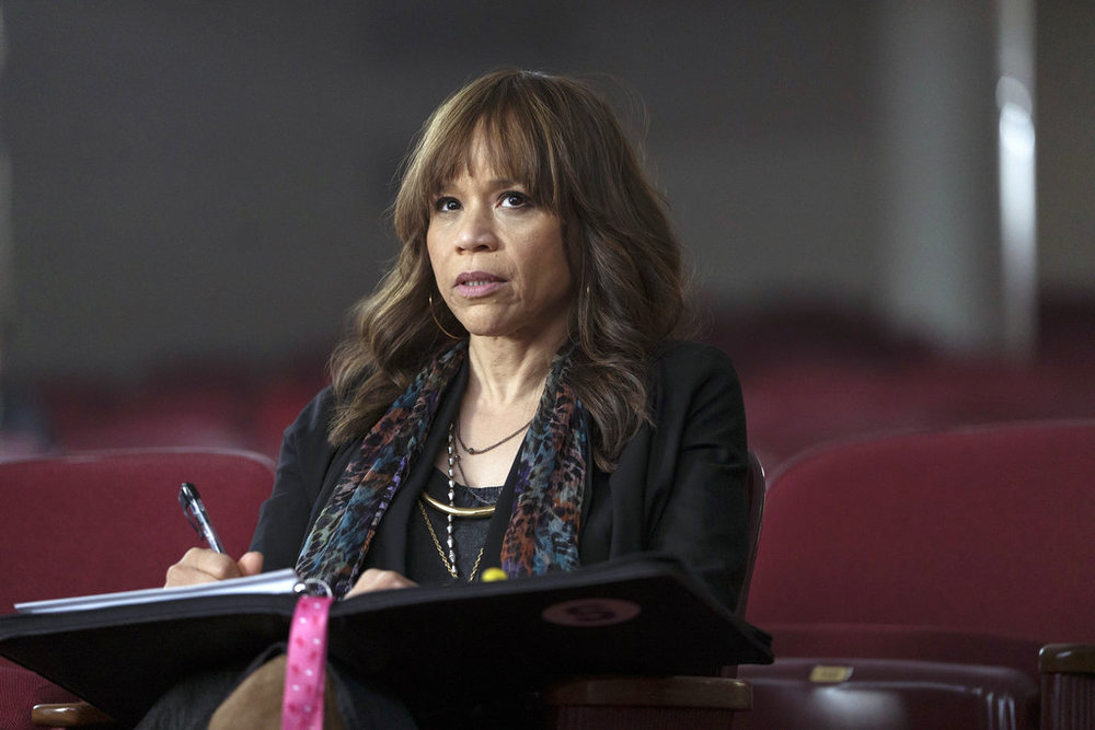 """This image released by NBC shows Rosie Perez as Tracey Wolfe in a scene from """"Rise,"""" debuting Tuesday at 10 p.m. EST. (Peter Kramer/NBC via AP)"""