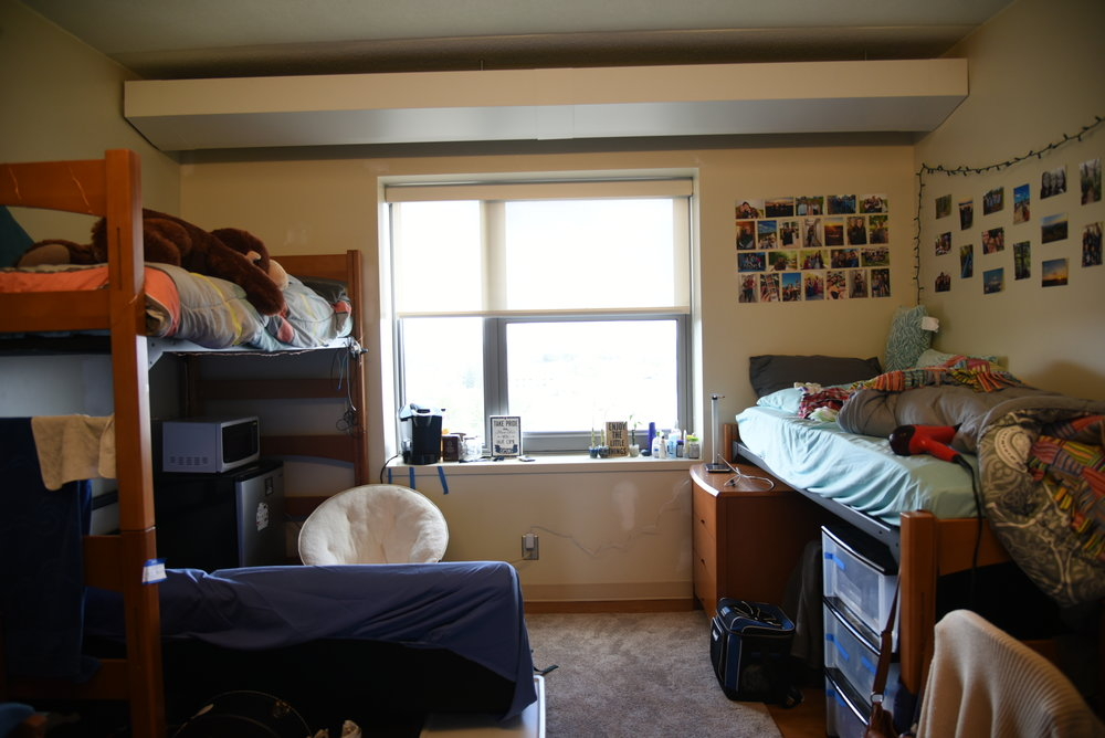 With the weather getting colder and windier at UConn, the idea of leaving the dorm for anything other than food and class is beginning to seem impossible. Which means it's high time to pull out the coziest blankets you own and start planning some very adorable, very intimate dorm dates! (Charlotte Lao/The Daily Campus)