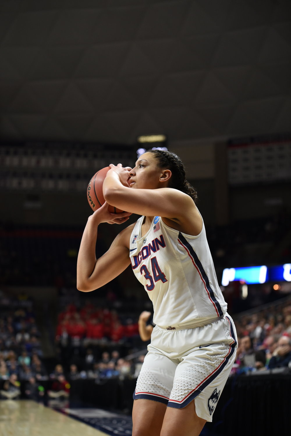 Lexi Gordon prepares to launch in the opening round of the 2018 NCAA Tournament at Gampel Pavilion (Charlotte Lao/The Daily Campus)