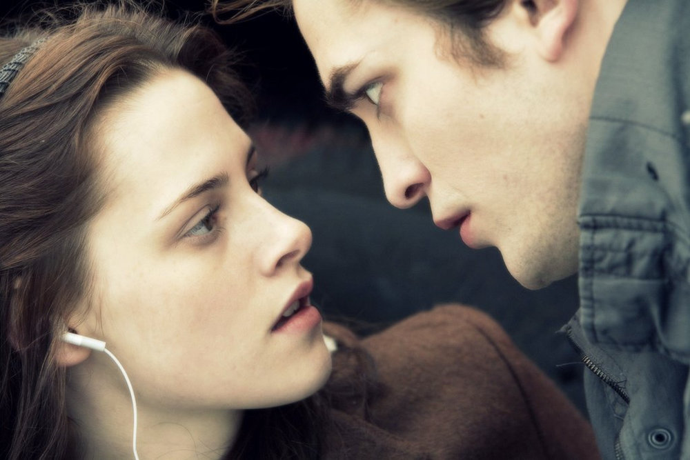 The main characters of Twilight in an intimate scene (Nataliya Kamp/Flickr Creative Commons)