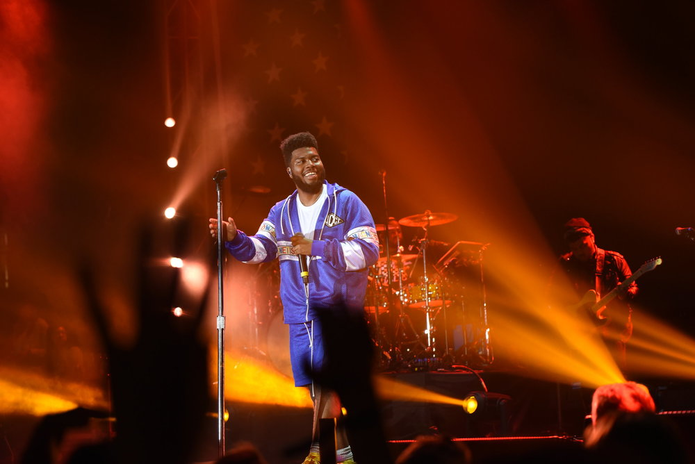 R&B singer Khalid's live show is an experience in and of itself. The singer is accompanied by a live band as opposed to a backing track, allowing him to change his songs up. (Charlotte Lao/The Daily Campus)