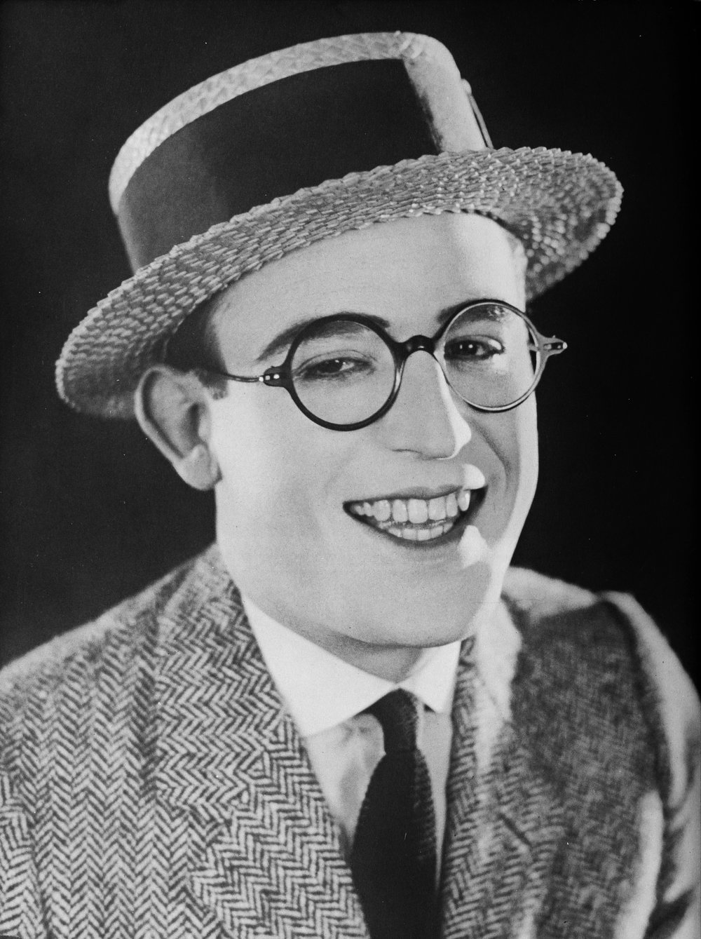 Harold_Lloyd_-_A_Pictorial_History_of_the_Silent_Screen.jpg