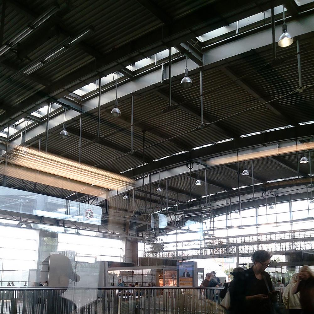 Eija Mäkivuoti: Ringbahn Insta Haiku 04, Ostkreuz, 2014.
