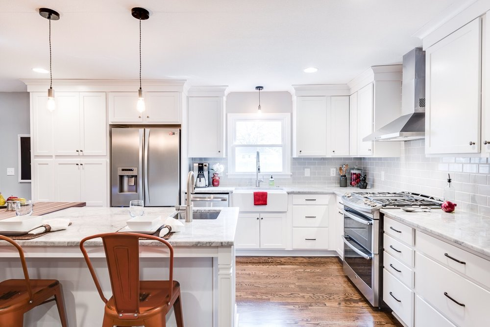 Now the white subway tile and cabniets give the kitchen a clean fresh feeling.