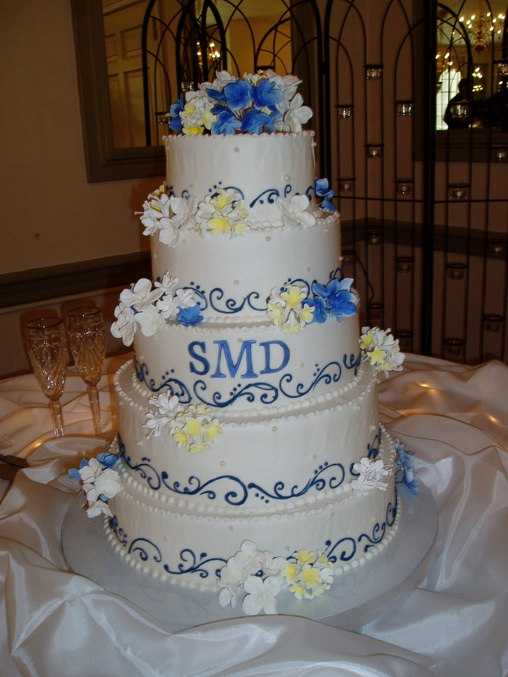 Cake Displays plus cookies 042.jpg