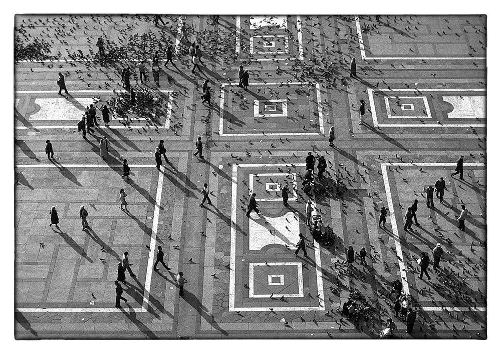 L NB 02-04 Parvis Milan 1100 x 778.jpg