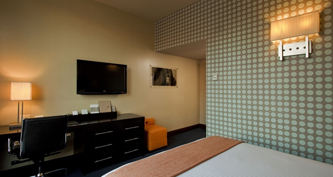 hf_queenguestroom2_19_675x359_FitToBoxSmallDimension_Center.jpg