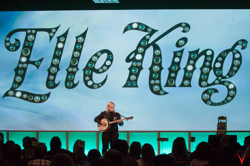 FACT: Elle King hugged Mike Ruocco and thanked him for her personalized backdrop.