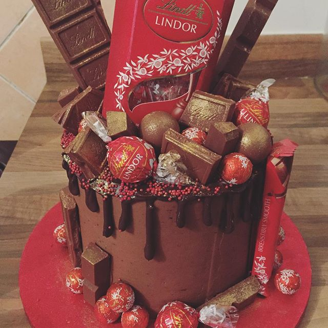Most amazing birthday cake ever! @timsims2046 knows me so well 😆 #birthdaycake #lindtcake #chocolatedream #ilovechocolate