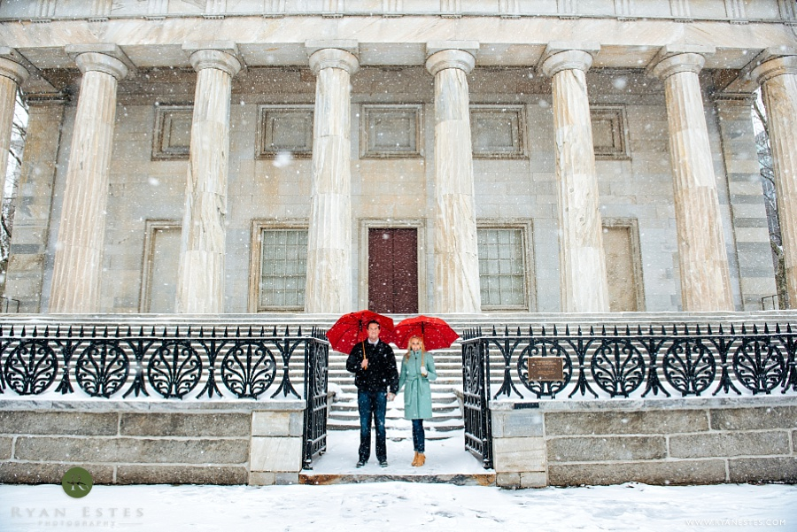 snowy philly engagement pictures