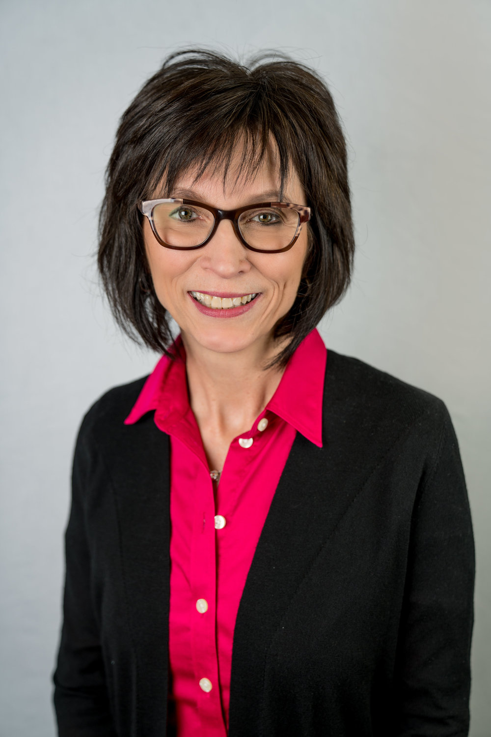 Karen Kelner - Veteran of the advertising and marketing world, having worked 30+ years in this industry. She graduated from MSUM with B.S. in Mass Communication and a Minor in Broadcast Journalism. She worked for 22 years as an account executive for Multiple Media Consultants before opening Kelner Communications, a company focused on planning and executing multimedia advertising campaigns. She is married and has two grown children, Nathan and Sarah, as well as two grandchilden, Raya and Walker. She previously served on the board for the YWCA and currently serves on the Red River Zoo board. Her mother has parkinsonism and she has experienced firsthand the lack of knowledge and resources within the community in regards to the effects of Parkinson's.
