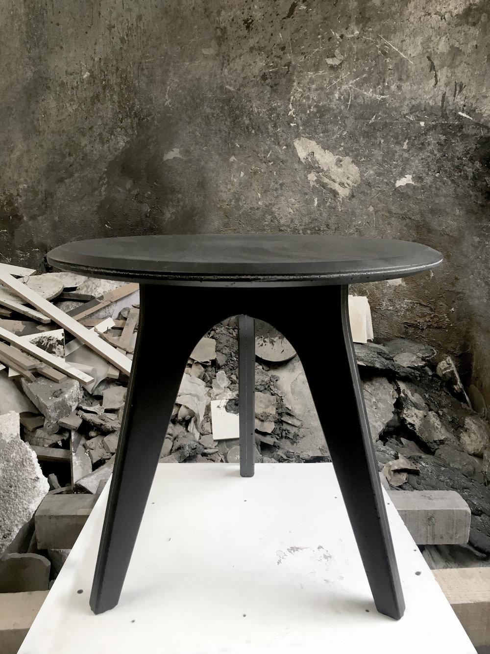 mesa ensamble negra acabado liso.jpg