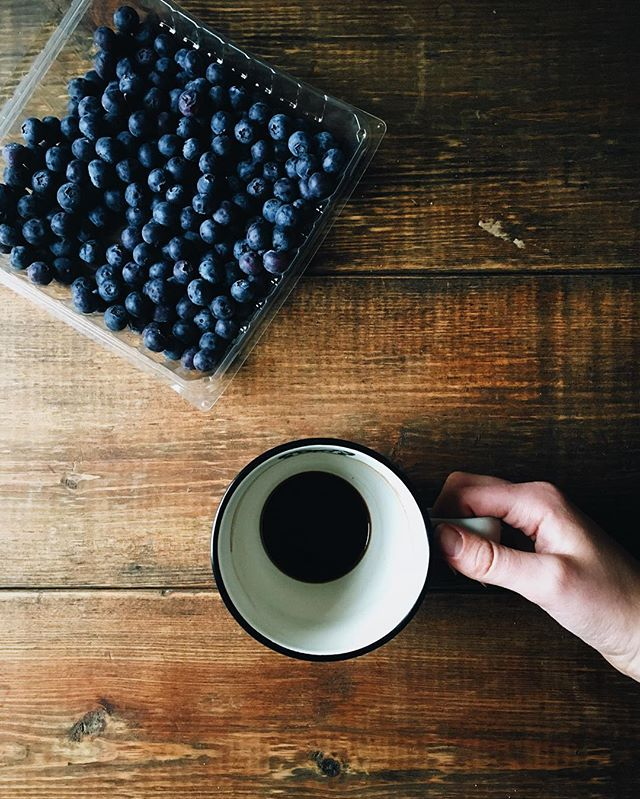 Coffee and blueberries. Quite possibly all I could ever need in life 🙌🏻