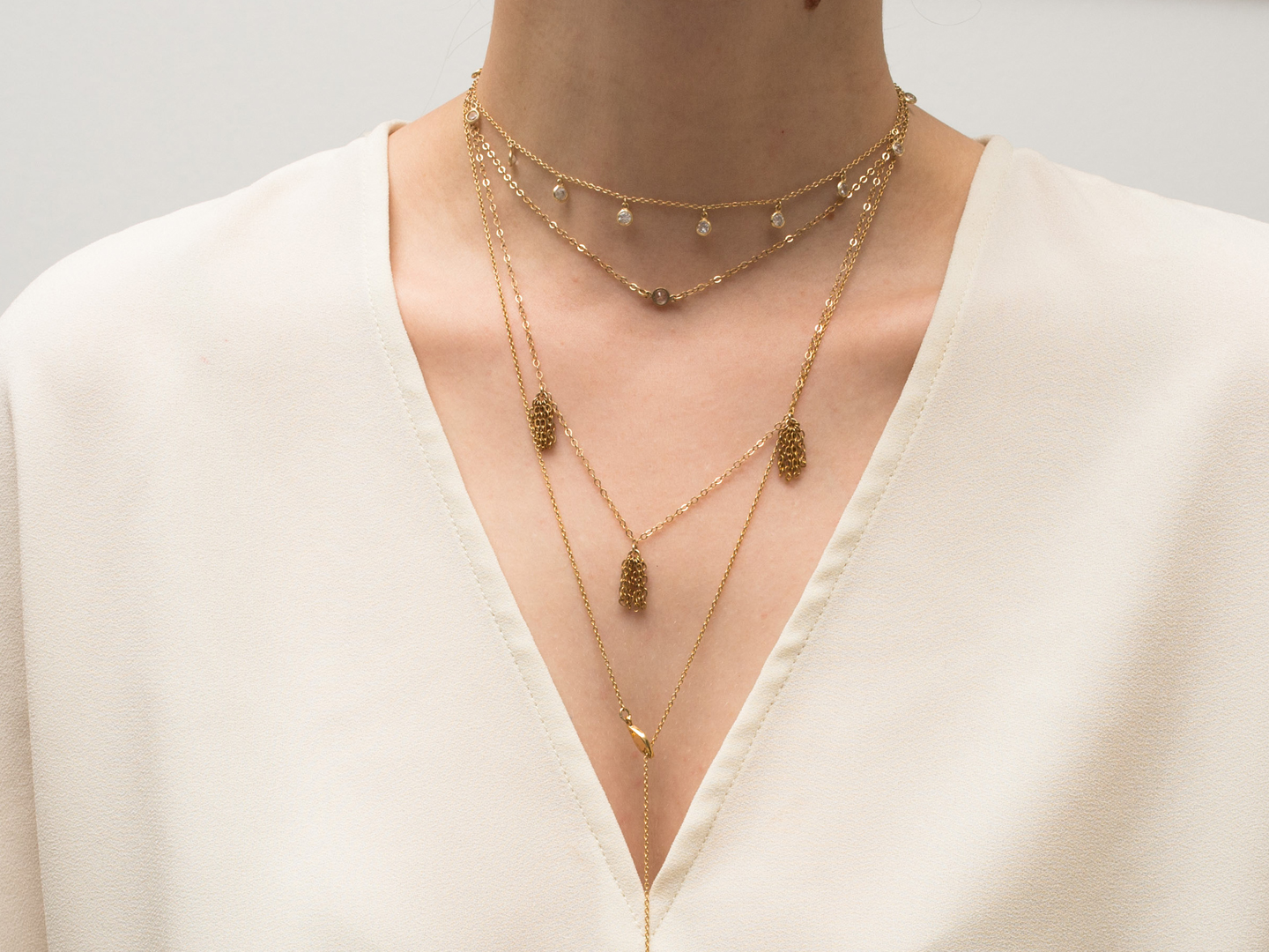 The Secret to Layering Your Necklaces Like Rosie Huntington-Whiteley