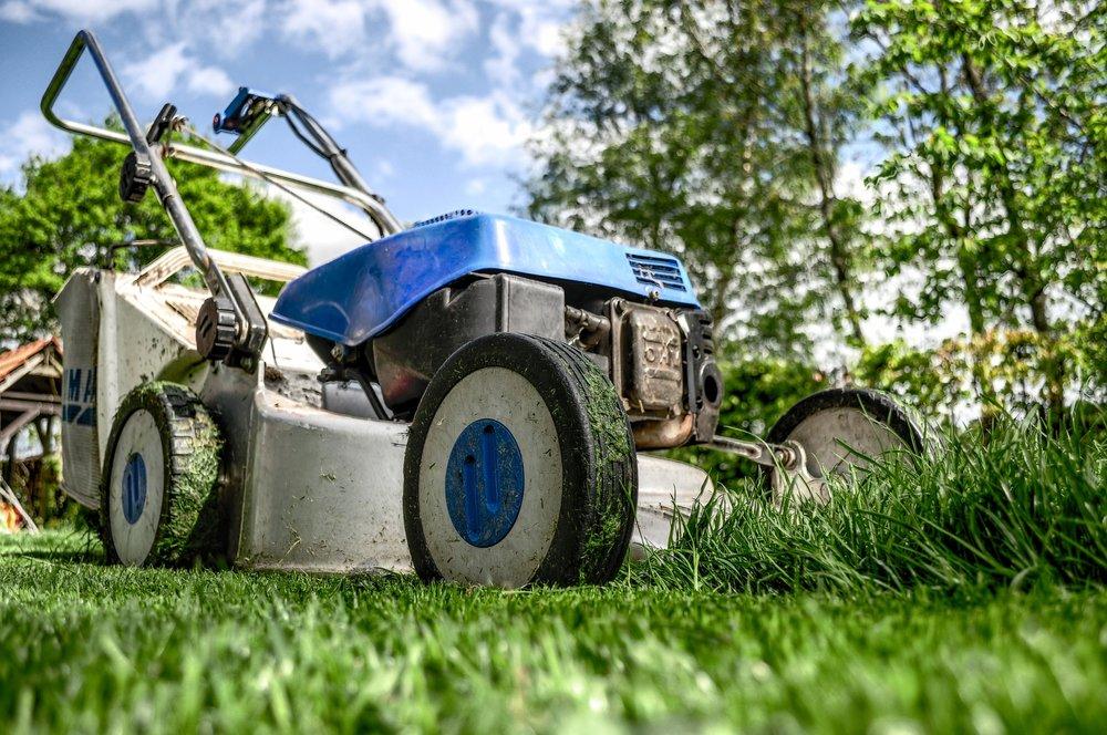 lawnmower-384589_1920.jpg