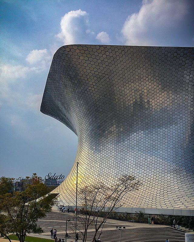 El Soumaya 💿 #museosoumaya#mexico#mexicocity#architectureporn#art#arte#city#explore#sky#modern#contemporaryart#style#travel#artist#mode#fashion