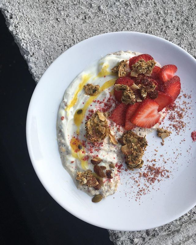 AND WE'RE BACK. I mean we're still in denial about it. But physically, at least, we're back? Maybe. Point is. What better way to ease our wishful-daydreaming-holiday-bound minds back too, than to Yoga-and-[Sustainable]-Brunch [like THIS Granola Dust Bircher Muesli] with @shake.that.asana + @chicpfood 💚 All for the brilliant cause that is @refettoriofelix : fighting food waste while promoting social cohesion. THIS Saturday, 11-1.30pm, in the beautiful St Cuthburt's Community Centre. Ticket link in 🅱👁😮 [...bio]. #ThinkBeforeYouToss #LowImpact #ZeroWaste #BreakfastIfChampions #nibsetc