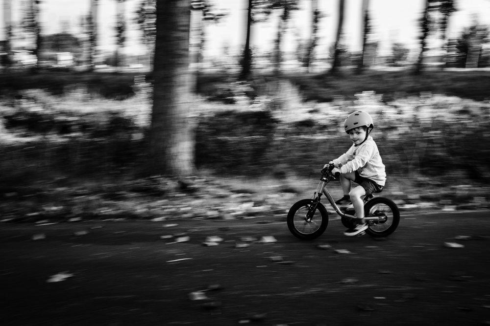 pan van jongen die fietst