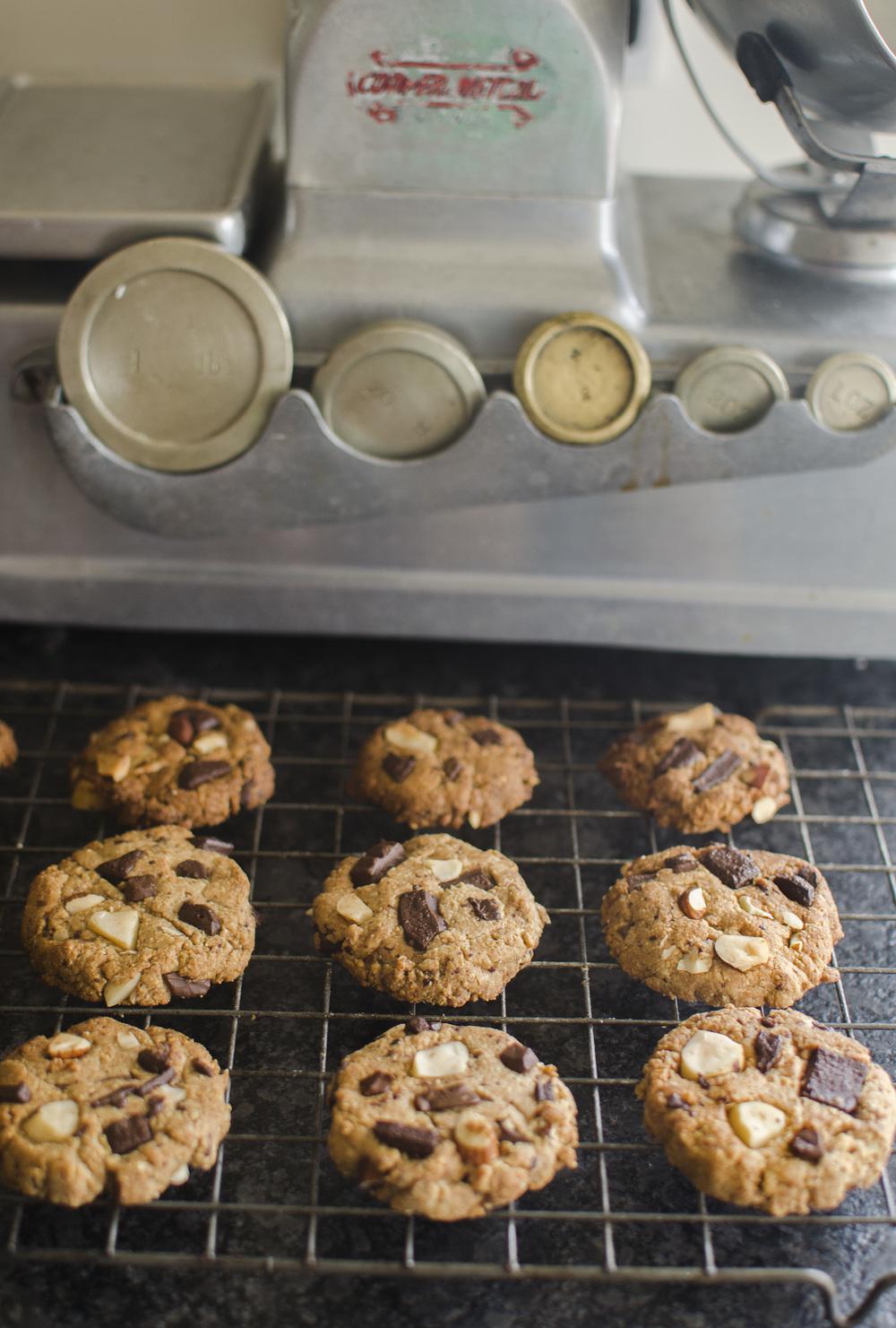 Spelt & Almond Dark Chocolate Cookies - SO WE GO