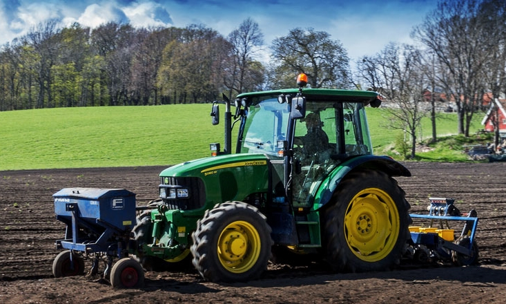 traktor_web_low.jpg