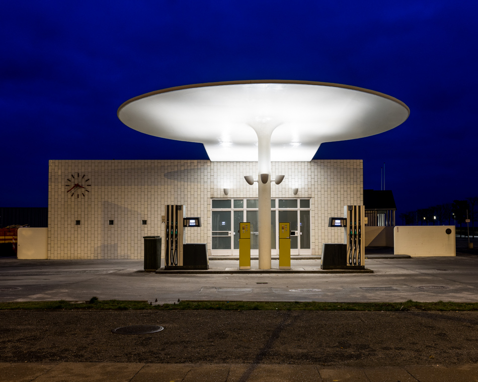 arne-jabobsen-petrol-station-©-alastair-philip-wiper-1