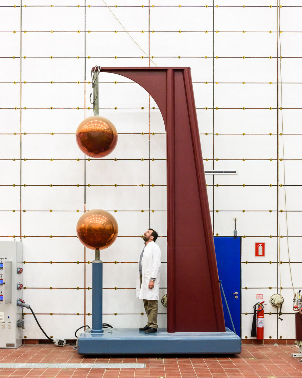 Sphere Gap at The High Voltage Laboratory at the Technical University of Denmark