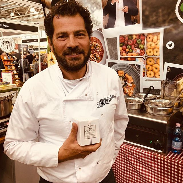 A lovely visit from @edbaineschef today loving our @casazilli candles @eat_drink_festival @ideal_home_show #vitapomodoro #candle #chefslife🔪