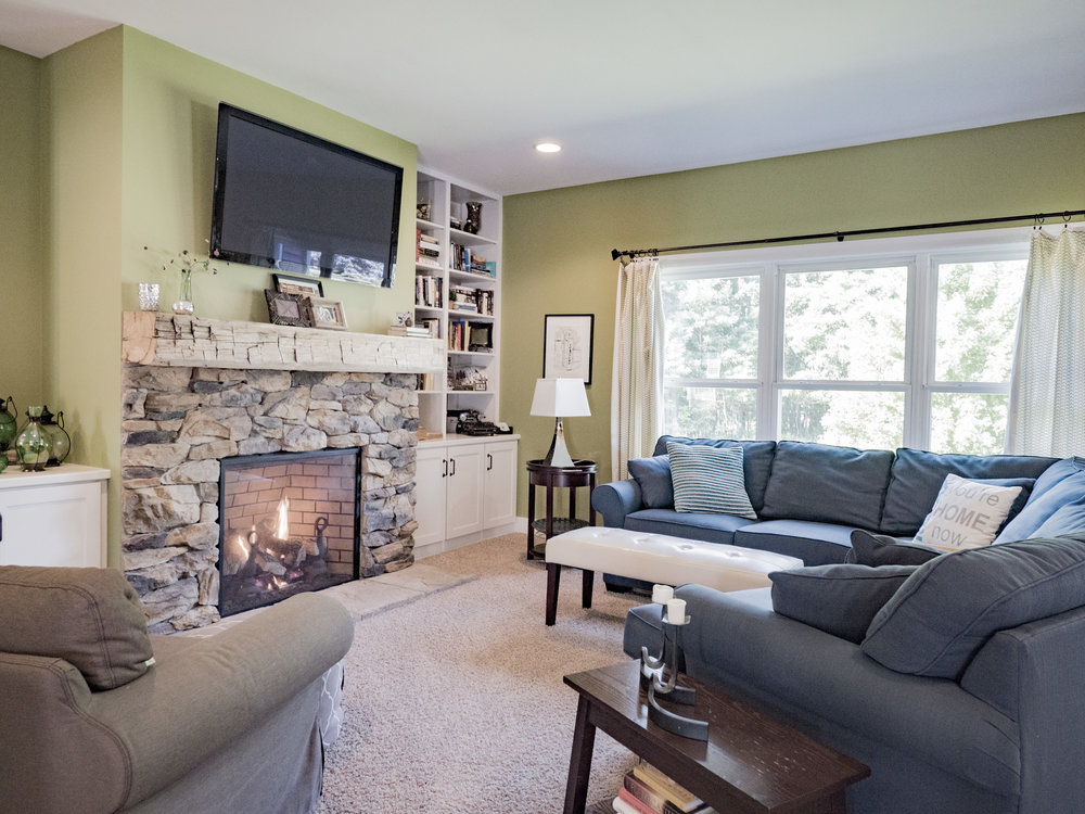 P1750552 living room with fireplace.jpg