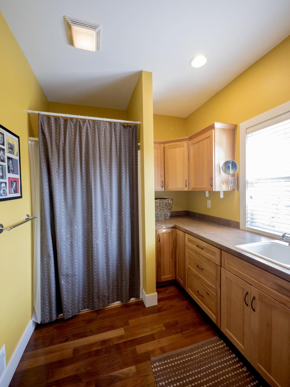 P1750620 laundry room.jpg