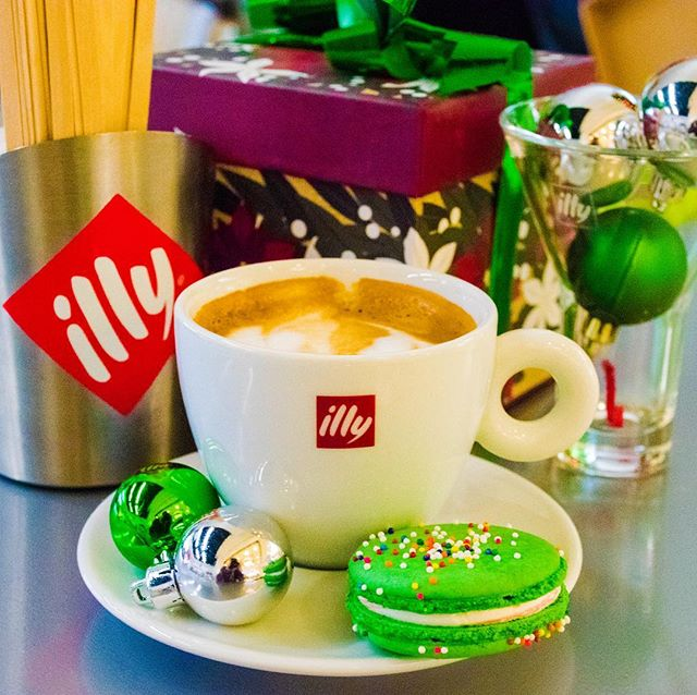 The holidays, inversion, or shopping getting you down? Time to give yourself a treat! Café Fashion Place Illy Cappuccino with a Chocolate Mint Macaron #livehappy #drinkilly #coffeeporn #slcfoodie #slccoffee #fillingsandemulsions #cafefashionplace #coffeeholiday