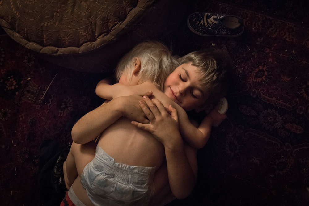 Molly Rees Photo - Documentary Childhood Photography - overhead siblings portrait of children hugging by M. Menschel