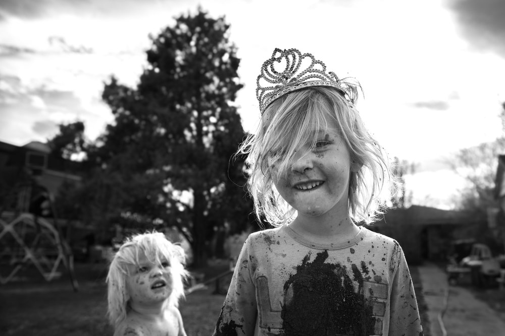 Inspirational Poetry Blog - The Pen & Camera - Molly Rees Photo - Black and White Documentary Childhood Photography - Portrait of girl with mud and princess tierra by M. Menschel - I am not I poem by Juan Ramon Jimenez
