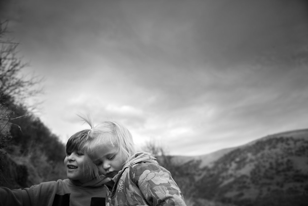Blog - Molly Rees Photo - Black and White Documentary Childhood Photography - children on green mountain hiking trail in denver colorado by M. Menschel