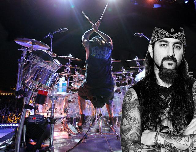 Mike Portnoy (ex-Dream Theater, Winery Dogs, Transatlantic, etc), conhecido por sentar-se muito alto, em várias entrevistas citou problemas nas costas em virtude dessa prática.