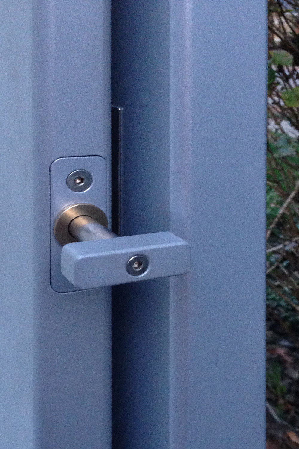 manual custom gate latch.jpg