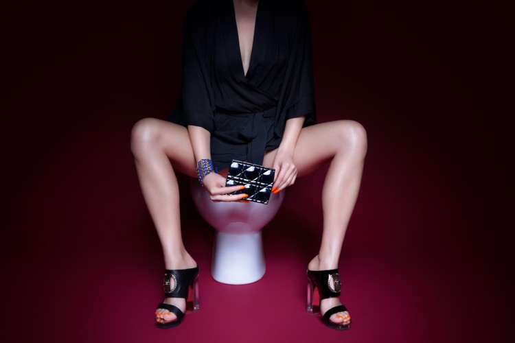 plastik-lady-in-the-loo-editorial-6-750x500.jpg