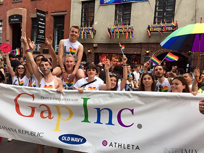 IL_PrideParade_9.jpg